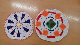 Die Frisbees haben die Textilkinder der 4b bedruckt. Sie fliegen super!